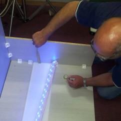 התקנת מנורות לד על שולחן