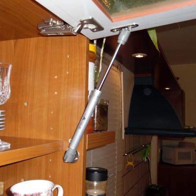 תיקון ארון מטבח - החלפת בוכנה